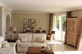 spot chambre à coucher plafonds faux plafond blanc élégant spots led canapé blanc salon