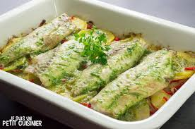comment cuisiner le maquereau frais recette de maquereau au four sur lit de pommes de terre et poivrons