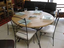 tables rondes de cuisine table ronde cuisine table de salle a manger maisonjoffrois dedans