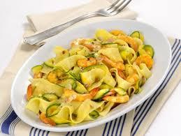 primo piatto con fiori di zucca pasta con fiori di zucca e gamberetti