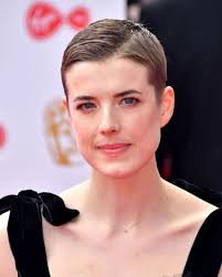 short hair 30 best short hair styles bobs pixie cuts and more celebrity