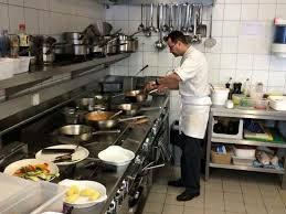 cuisine equipes une équipe au top cuisine avec une ambiance picture
