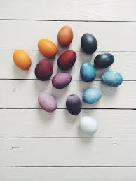 naturally dyed eggs magnesium blue