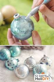 the secret to coating the inside of a clear ornament with glitter