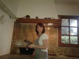 béton ciré sur carrelage cuisine depuis lundi chantier béton cire sur un ancien plan de travail