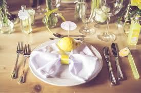 ã berraschungen zum hochzeitstag real weddings alina und andreas zitronengelbe hochzeit weddix