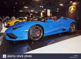 Lamborghini Huracan Spyder - side view of a lamborghini huracán spyder on static display at the