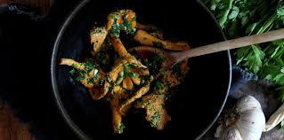 comment cuisiner des girolles fraiches poêlée de girolles en persillade facile recette sur cuisine