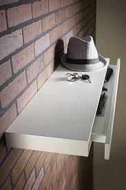 etagere cuisine leroy merlin astucieuse cette étagère laquée blanc abrite un astucieux tiroir