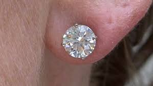 what size diamond earrings should i buy how to buy diamond stud earrings monkeysee