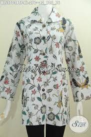 desain baju batik halus baju batik trendy motif bunga warna dasar putih busana batik blus