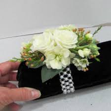 how to make corsages and boutonnieres how to make corsages boutonnieres centerpieces bridal bouquets
