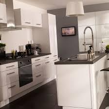 cuisine sol gris fein cuisine sol fonce id es pour le forum d co gris blanche sur