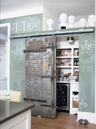 garde manger cuisine trends diy decor ideas porte de grange rustique pour dissimuler le