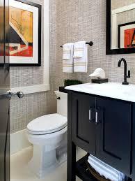 interior design grasscloth wallpaper in small bathroom with