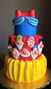 snow white birthday cake idea for snow white u0027s tier in isabella u0027s