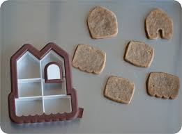 mini gingerbread houses from one cookie cutter bake at 350