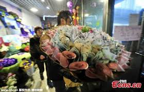 money bouquet makes money flower for s day china news sina