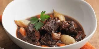 cuisiner un boeuf bourguignon boeuf bourguignon très moelleux facile et pas cher recette sur
