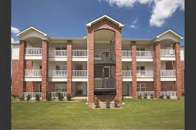 One Bedroom Apartments In Manhattan Ks The Links At Manhattan Apartments 500 Admiral Way Manhattan Ks