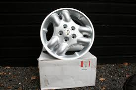 set of 5 brand new genuine land rover freelander alloy wheels 16