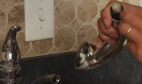 kitchen faucet repair help is not hard to get