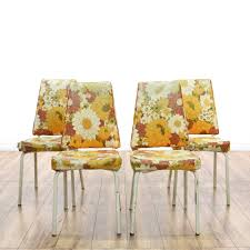 mid century modern kitchen chairs this set of 4 kitchen chairs is featured in a shiny white metal