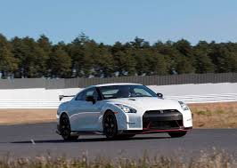 nissan gtr r35 top speed nissan gt r r35 nismo specs 2014 2015 2016 2017 autoevolution