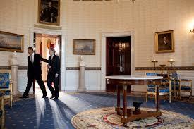 file barack obama and steven chu in the blue room jpg wikimedia