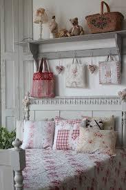 Cottage Themed Bedroom by Best 25 Vintage Bedroom Decor Ideas On Pinterest Bedroom