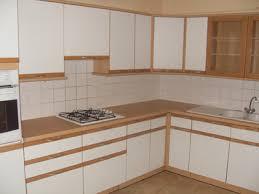 peindre meuble cuisine stratifié relooker cuisine en bois affordable cuisine blanc et noir with