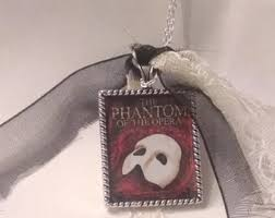 phantom of the opera necklace sparkly or non sparkly glitter