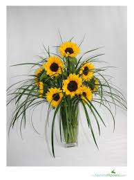 sunflower arrangements ideas love this as a center piece for the main table sunflower bouquet