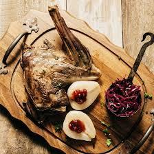 comment cuisiner un cuissot de chevreuil recette gigue de chevreuil aux airelles et poires