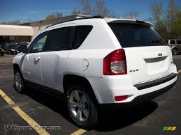 2011 Jeep Compass 2 4 Latitude 4x4 In Bright White Photo 17