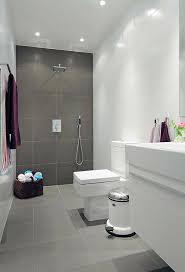 badfliesen grau kleines bad einrichten badfliesen modern weiß grau jpg 600 883