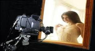 Cermin Dua Arah waspadalah kamera tersembunyi di belakang cermin dua arah sedang