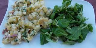 cuisiner les pommes de terre de noirmoutier omelette aux pommes de terre de noirmoutier avec sa mâche nantaise