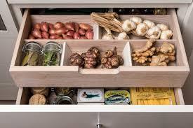organisateur tiroir cuisine un rangement optimisé avec les organiseurs de cuisine
