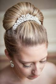 hair accessories for weddings how to choose a wedding hair accessory bridalguide