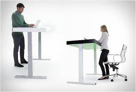 bureau debout assis le bureau assis debout remède à la sédentarité au travail ga