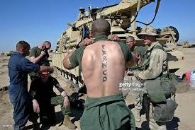 us marines haircut u s marines get haircuts in kuwaiti desert pictures getty images