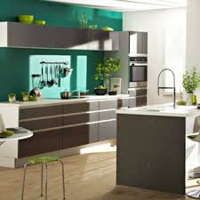cuisine blanche sol gris cuisine blanche mur vert