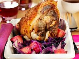 comment cuisiner un jarret de porc jarret de porc à l ail et aux échalotes facile recette sur