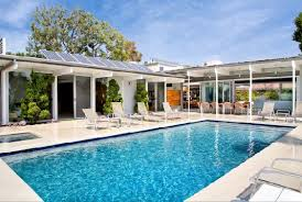 Modern Pool Furniture by Architectural Classic Built In The 1960s By Renowned Architect