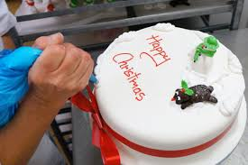 Decorating Cakes At Home Christmas Cake Decorating Reeve The Baker