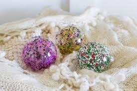 impressive ways to decorate glass ornaments
