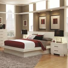 White High Gloss Queen Bedroom Suite Queen Platform Bed With Rail Seating And Lights By Coaster Wolf