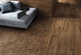 Rubber Plank Flooring Vinyl Plank Flooring That Looks Like Ceramic Tile Twobiwriters Com