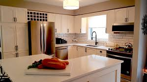 what color countertop goes with white cabinets choosing the best countertops for your wood cabinets